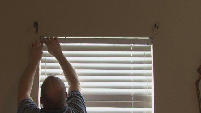Ustanovka zhaljuzi na okna