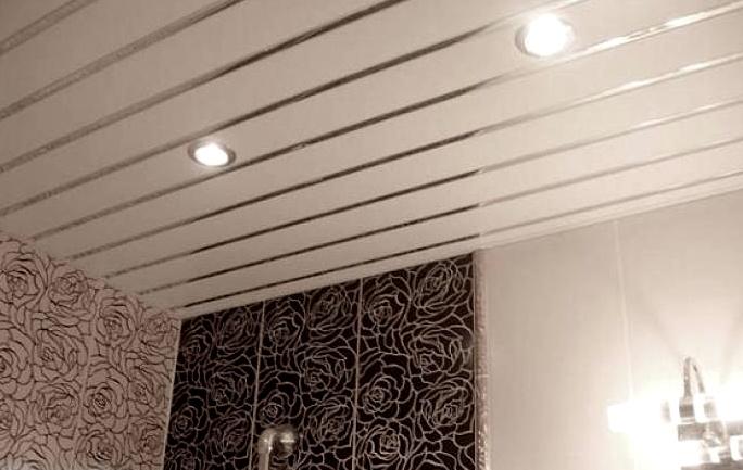 Реечный потолок в ванной комнате: преимущества и